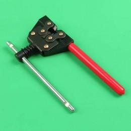Chain-rivet breaker